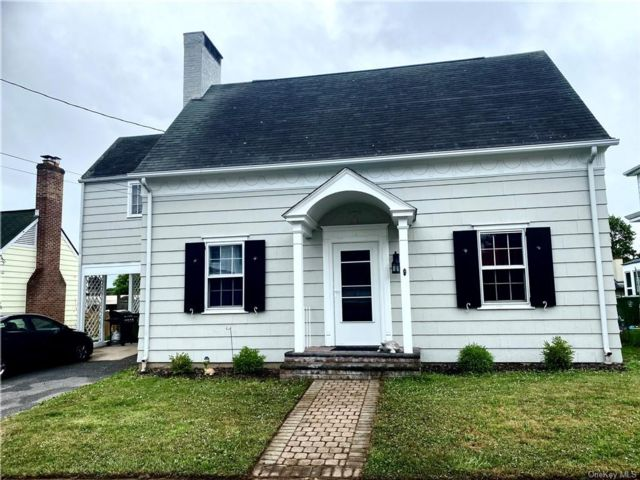 3 BR,  1.00 BTH Cape style home in Middletown