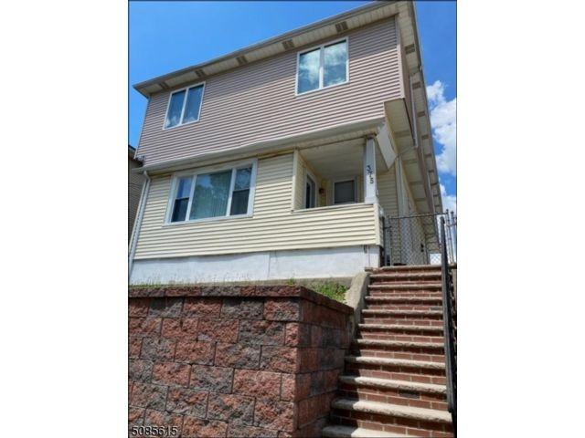 6 BR,  3.50 BTH Multi-family style home in Paterson