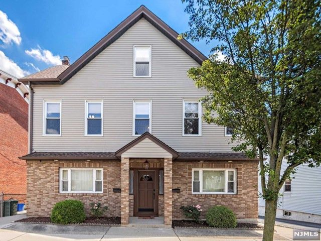 6 BR,  3.00 BTH 2 family style home in Carlstadt