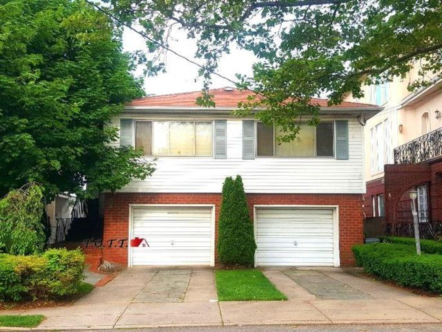 4 BR,  4.00 BTH Single family style home in Mill Basin