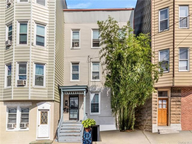 7 BR,  4.00 BTH Victorian style home in Yonkers