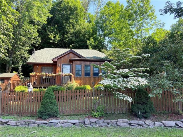 2 BR,  1.00 BTH Arts&crafts style home in Bethel