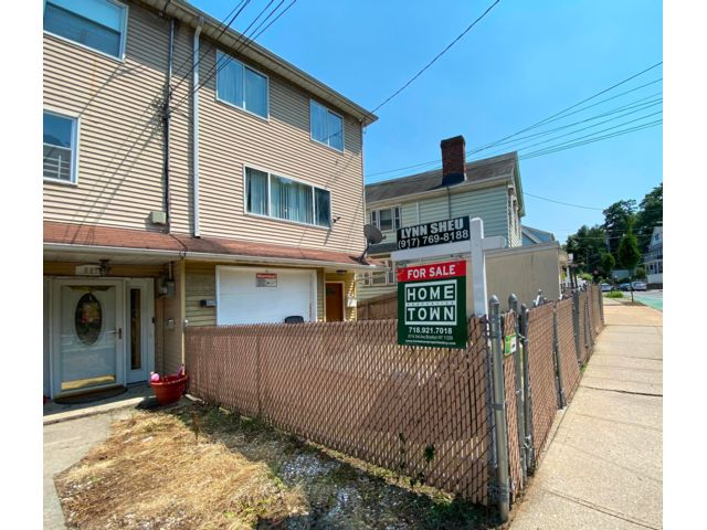 2 BR,  2.50 BTH Colonial style home in Stapleton