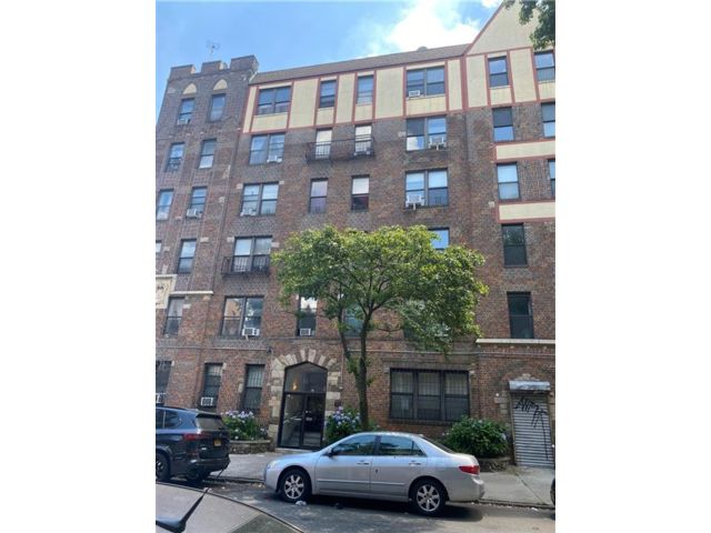 2 BR,  1.00 BTH Condominium style home in Crown Heights