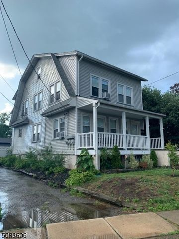 5 BR,  3.00 BTH Multi-family style home in Bloomfield