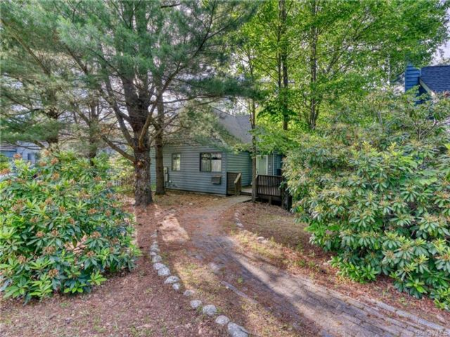 2 BR,  2.00 BTH Bungalow style home in Fallsburg