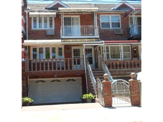 5 BR,  3.00 BTH Split style home in Canarsie