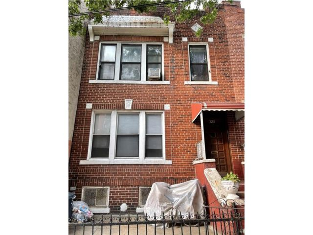 7 BR,  5.00 BTH Multi-family style home in Sunset Park
