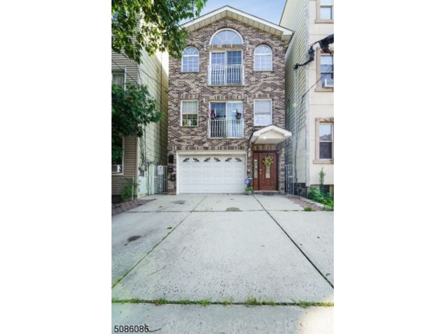 7 BR,  5.00 BTH Multi-family style home in Jersey City