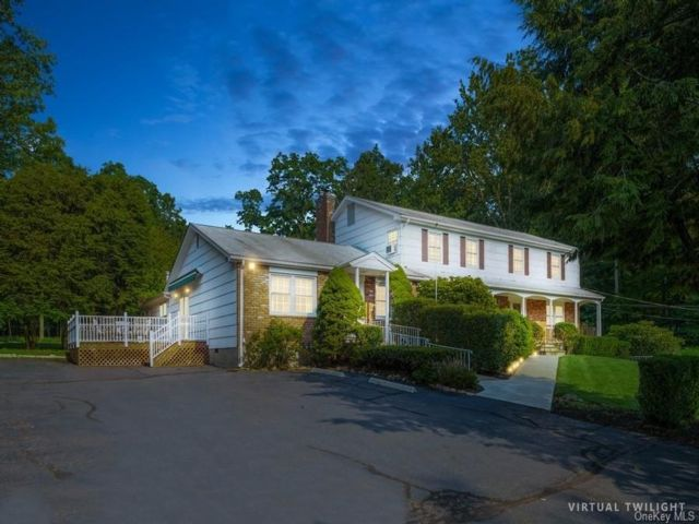 7 BR,  5.00 BTH Ranch style home in Clarkstown