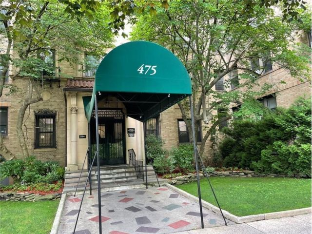 1 BR,  1.00 BTH Co-op style home in East