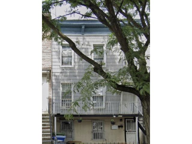 7 BR,  4.00 BTH Multi-family style home in Sunset Park