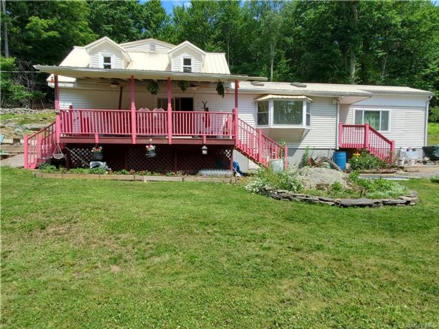 4 BR,  2.00 BTH 2 story style home in Neversink
