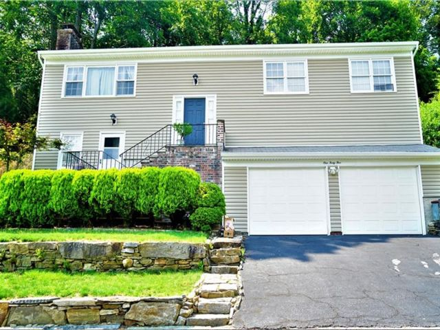 3 BR,  3.00 BTH Raised ranch style home in Yonkers