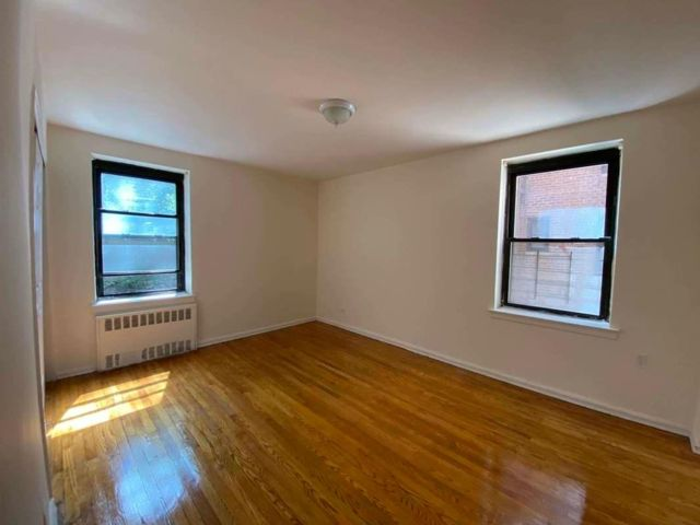 1 BR,  1.00 BTH  style home in Bayside