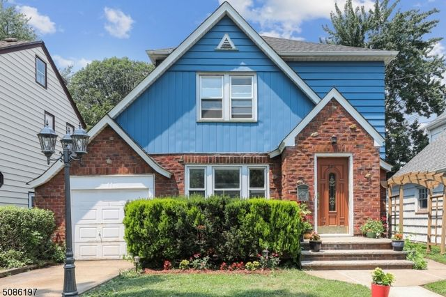 2 BR,  1.50 BTH Tudor style home in Bloomfield
