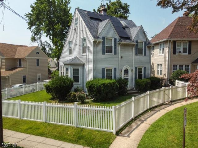 5 BR,  3.00 BTH Colonial style home in Elizabeth