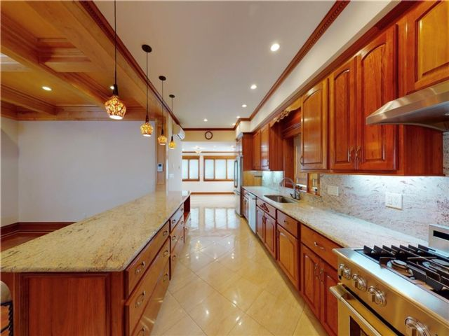 4 BR,  5.00 BTH Single family style home in Bay Ridge