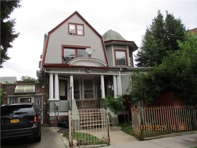 7 BR,  4.00 BTH Single family style home in Flatbush