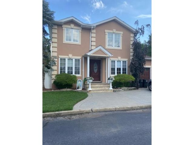 5 BR,  4.00 BTH Single family style home in Pleasant Plains