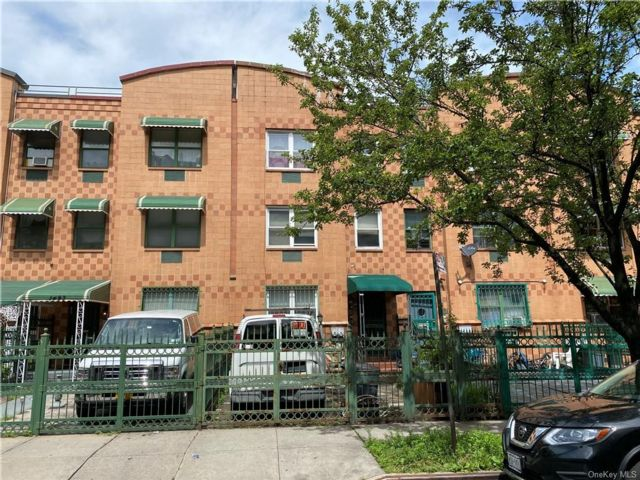 5 BR,  3.00 BTH Townhouse style home in Morrisania
