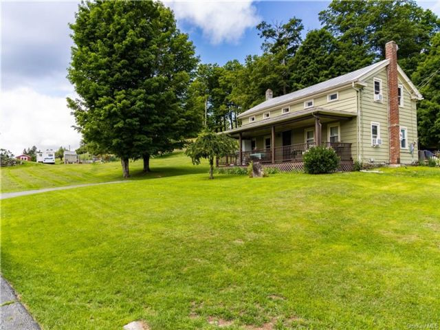 4 BR,  3.00 BTH House style home in Neversink