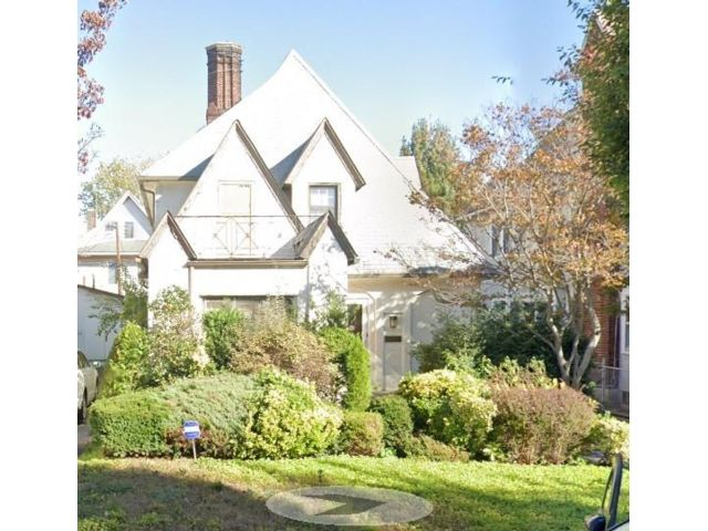 4 BR,  3.00 BTH Single family style home in Midwood