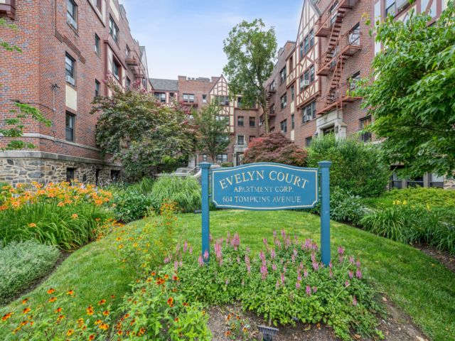 1 BR,  1.00 BTH Co-op style home in Mamaroneck
