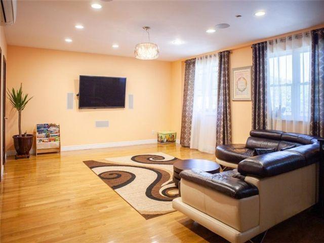 3 BR,  3.00 BTH Condominium style home in Bensonhurst
