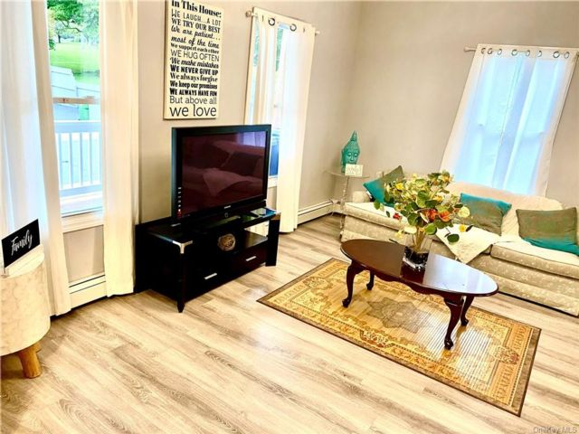 4 BR,  2.00 BTH Colonial style home in Middletown