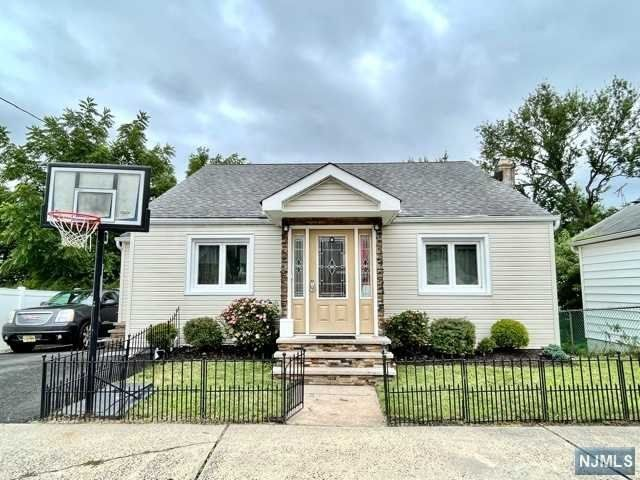 3 BR,  1.50 BTH Cape code style home in East Rutherford