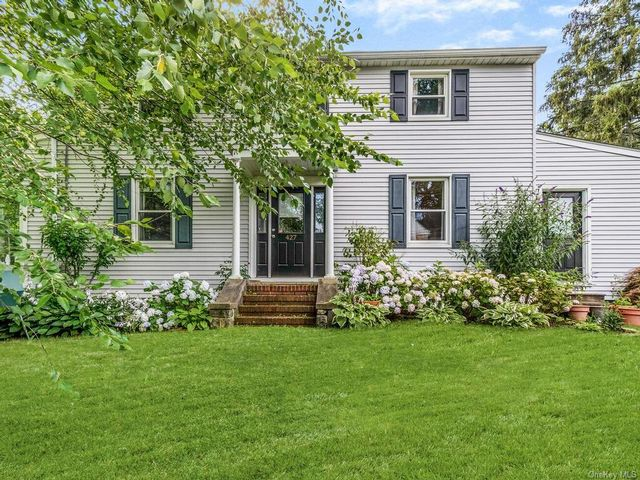 3 BR,  2.00 BTH Colonial style home in Mount Pleasant