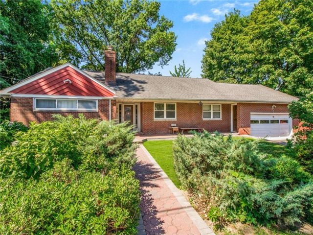 3 BR,  4.00 BTH Ranch style home in Yonkers
