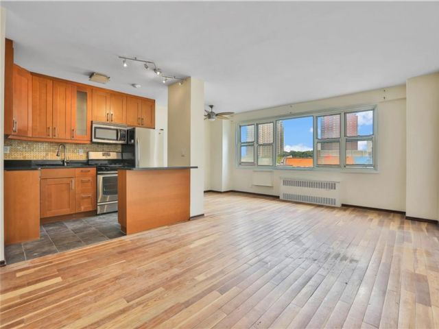 1 BR,  1.00 BTH Co-op style home in Coney Island