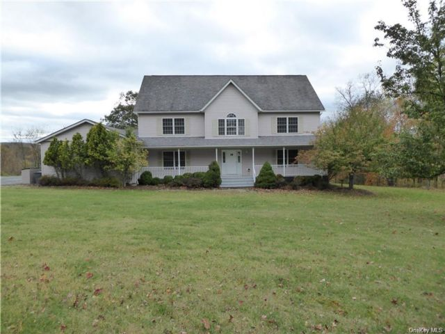 5 BR,  4.00 BTH Single family style home in Monroe