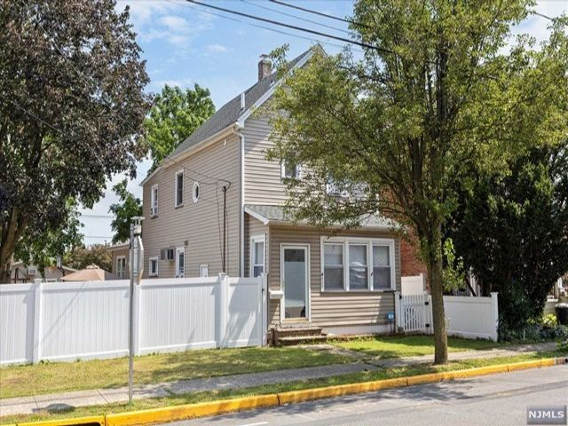 3 BR,  1.50 BTH Colonial style home in Carlstadt