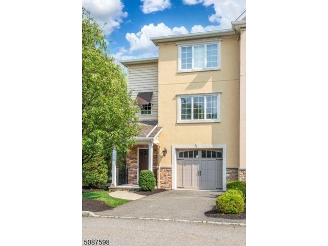 3 BR,  2.55 BTH Multi floor uni style home in Fairfield