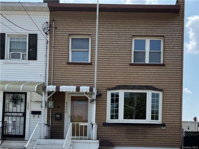 3 BR,  1.00 BTH 2 story style home in Throggs Neck