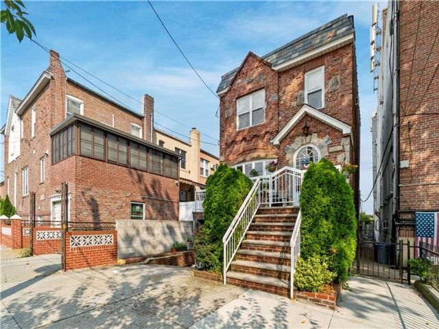 3 BR,  2.00 BTH Single family style home in Dyker Heights