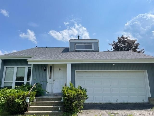 3 BR,  2.00 BTH Contemporary style home in New Windsor