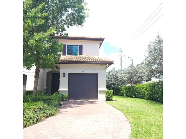 3 BR,  2.50 BTH Townhouse style home in Oakland Park