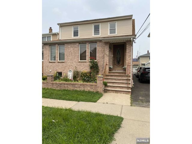 3 BR,  1.00 BTH 2 family style home in Wallington
