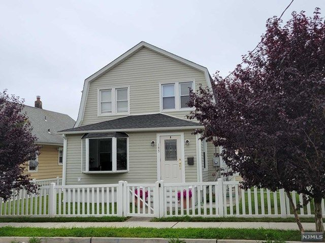4 BR,  4.00 BTH Colonial style home in Clifton