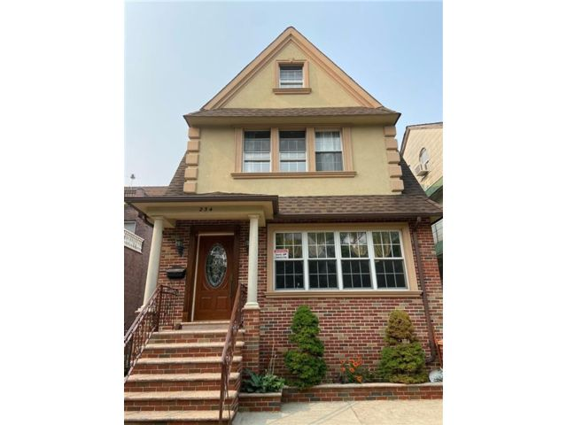 5 BR,  3.00 BTH Single family style home in Bay Ridge