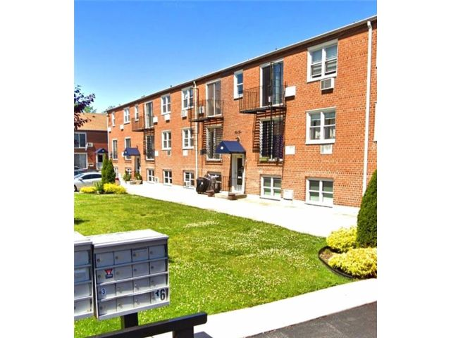 1 BR,  1.00 BTH Co-op style home in Richmondtown