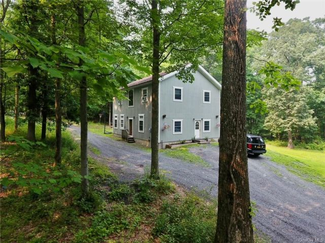 3 BR,  3.00 BTH Colonial style home in New Windsor