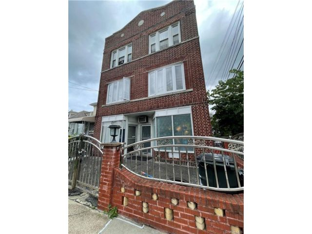 Studio,  0.00 BTH Commercial style home in Wakefield