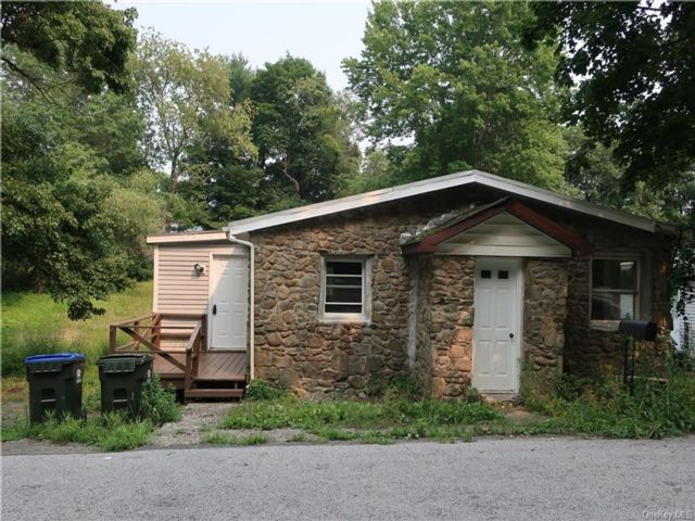 3 BR,  1.00 BTH Single family style home in Newburgh