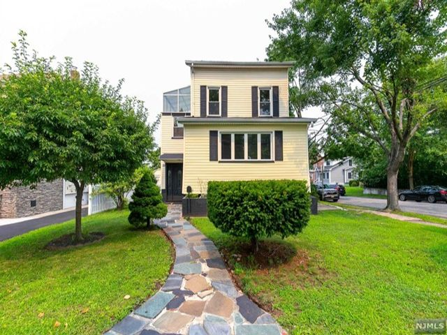 3 BR,  3.00 BTH Colonial style home in Rutherford