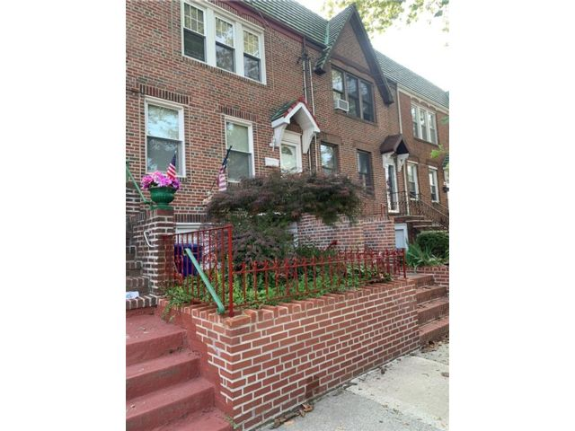 3 BR,  1.00 BTH Single family style home in Marine Park